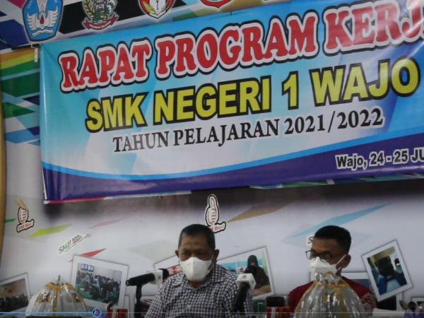 RAPAT PROGRAM KERJA SMK NEGERI 1 WAJO TAHUN PELAJARAN 2021 / 2022